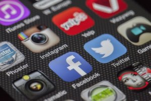 social media networks for drop shipping